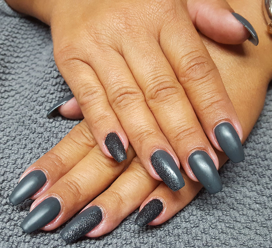 Fingernageldesign matt und Satin