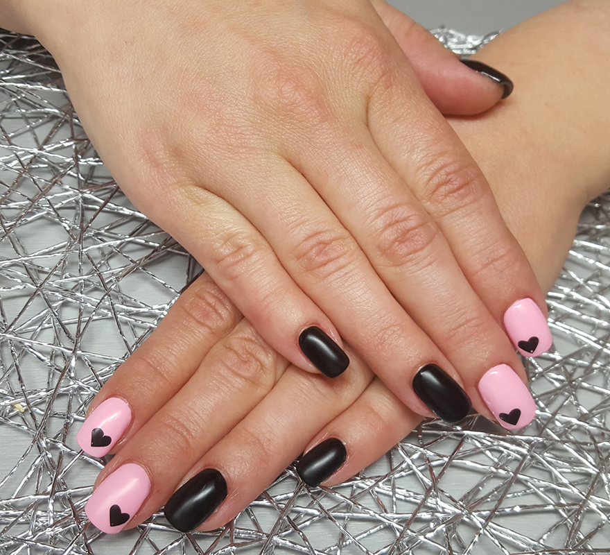 Nageldesign mit Applikation